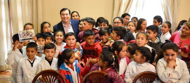 El Gobernador recibió alumnos del interior
