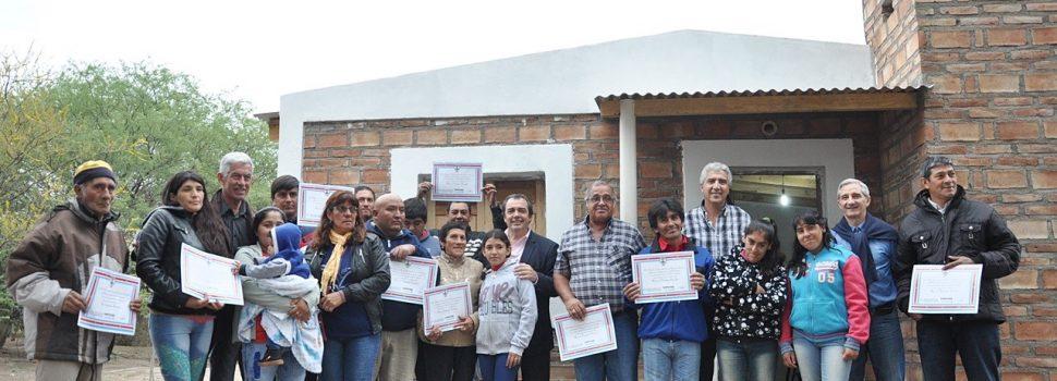 Familias de Guasayan reciben viviendas sociales