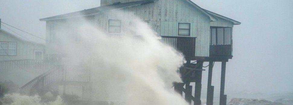 Michael dejó caos y destrucción en su paso por Florida: ya bajó a la categoría 2