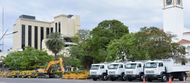 El Gobernador entregó maquinarias a la  Administración Provincial de Recursos Hídricos