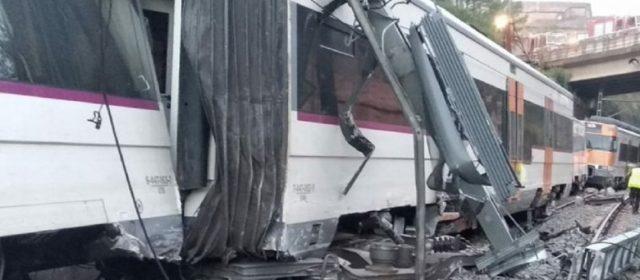 Descarriló un tren en Barcelona: hay al menos un muerto y varios heridos