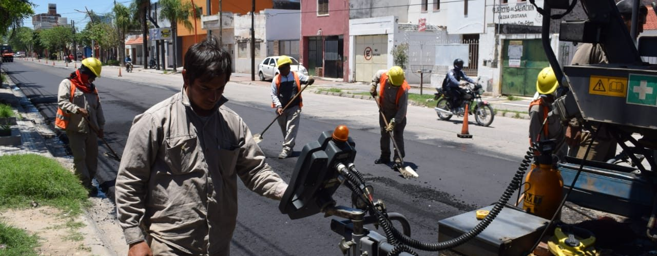 Finalizó el reencarpetado asfáltico en otro tramo de avenida Rivadavia