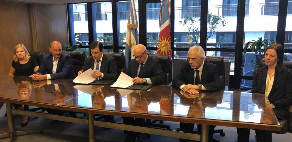 El Gobernador firmó convenios  con el Consejo Federal de Inversiones