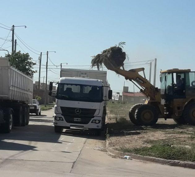 La municipalidad concretó un operativo de limpieza en el barrio Santa Lucía