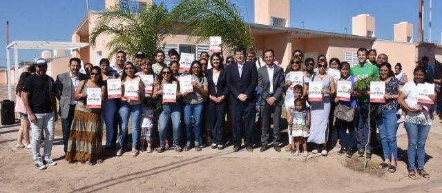 El Gobierno entregó un barrio de 40  viviendas en la ciudad de Fernández