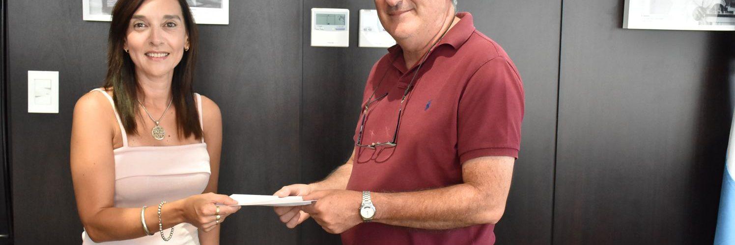 El Ejecutivo entregó ayuda al Obispado de Añatuya
