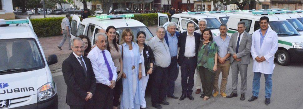 Gobernador entregó 40 ambulancias  al Ministerio de Salud de la provincia