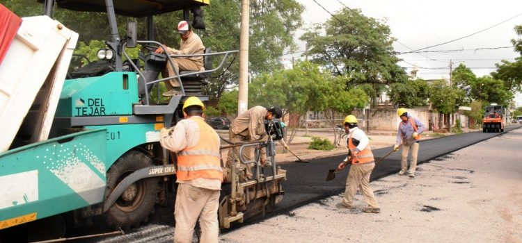 En la jornada de sábado el municipio retomó el reencarpetado asfáltico en Huaico Hondo