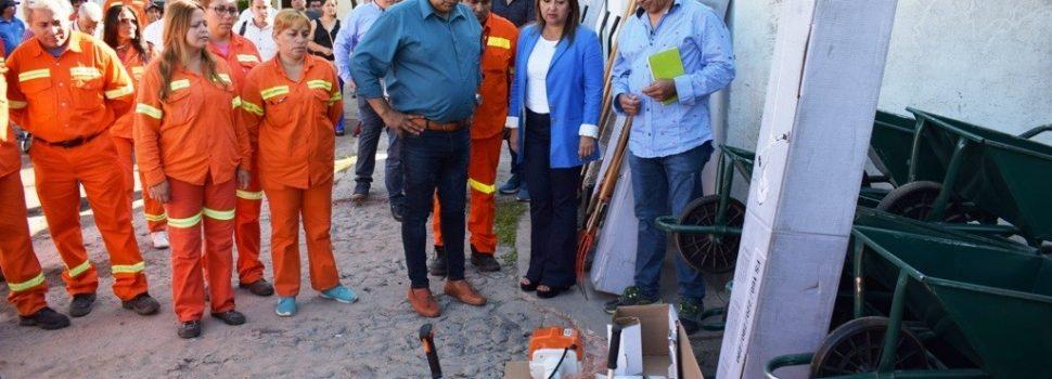 Fuentes entregó herramientas de trabajo a los centros operativos