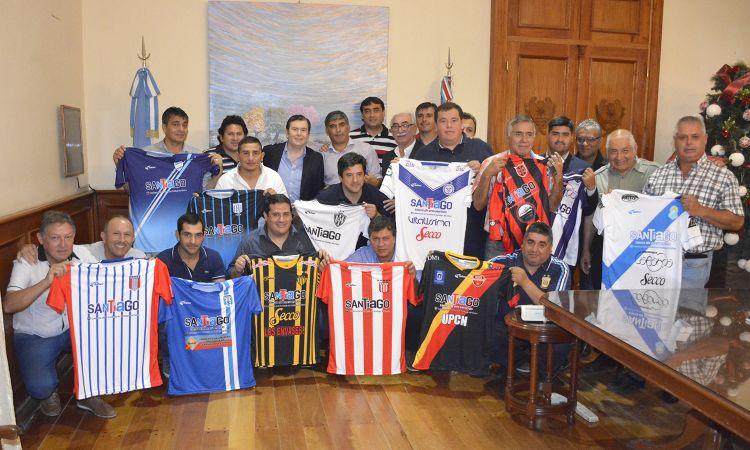 Entrega de indumentaria a clubes de la provincia  que jugarán el Torneo Regional Federal Amateur