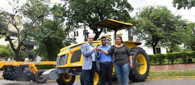 Tractor y rastra de disco para El Cruce, Figueroa