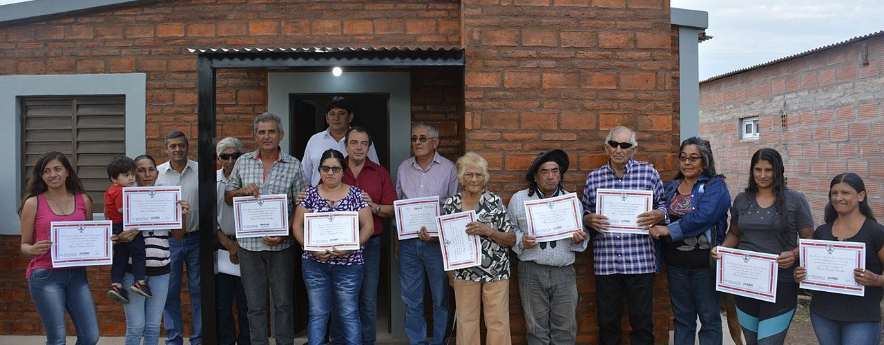 Entrega de viviendas sociales en Averías
