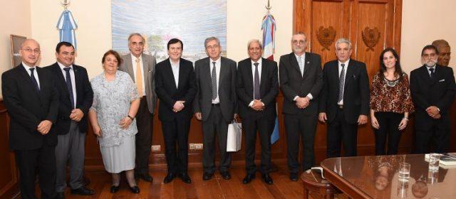 Miembros del Consejo Ejecutivo del Curso Internacional  de Derecho Parlamentario visitaron al Gobernador
