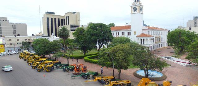 Gobernador entregó maquinaria a intendencias,  Comisiones municipales y agencias de Desarrollo