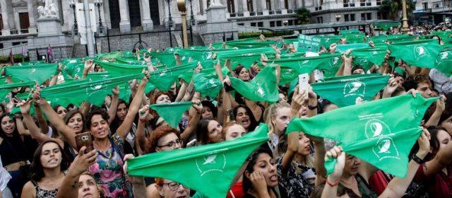 Pañuelazo verde por el aborto legal, seguro y gratuito en todo el país