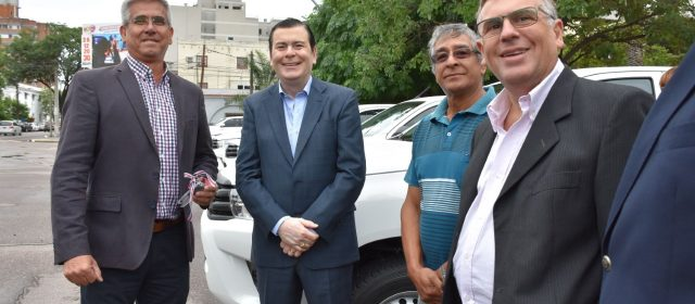 El Gobernador entregó camionetas a la  Administración Provincial de Recursos Hídricos