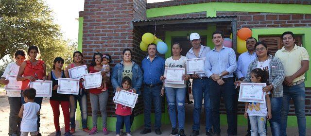 Familias de Villa Nueva reciben viviendas sociales