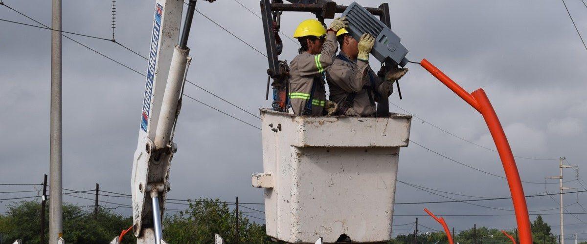 El municipio trabaja en la instalación de la nueva luminaria sobre Av. Solís Este