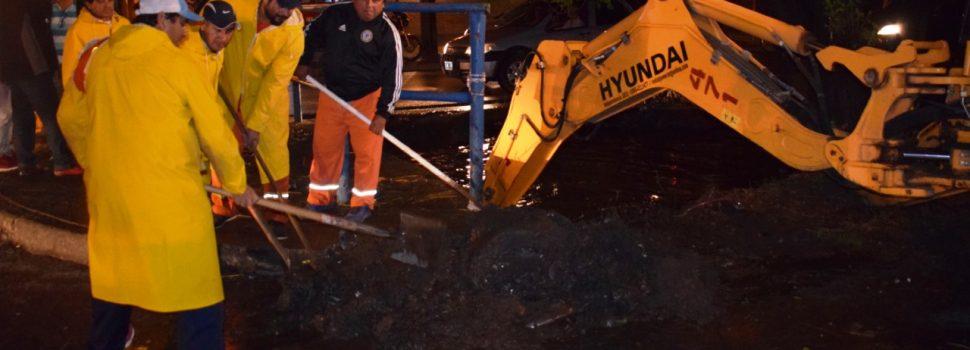 Intenso trabajo de limpieza y desobstrucción de desagües de la ciudad