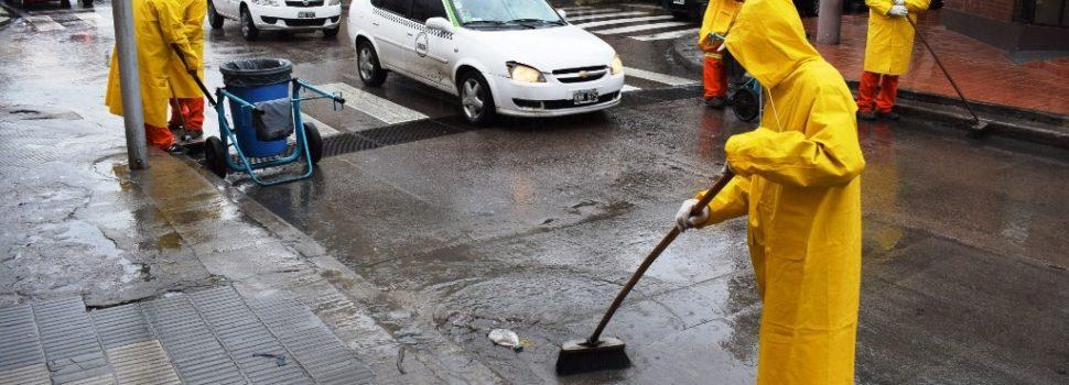 Continúa la limpieza y desobstrucción de desagües de la ciudad
