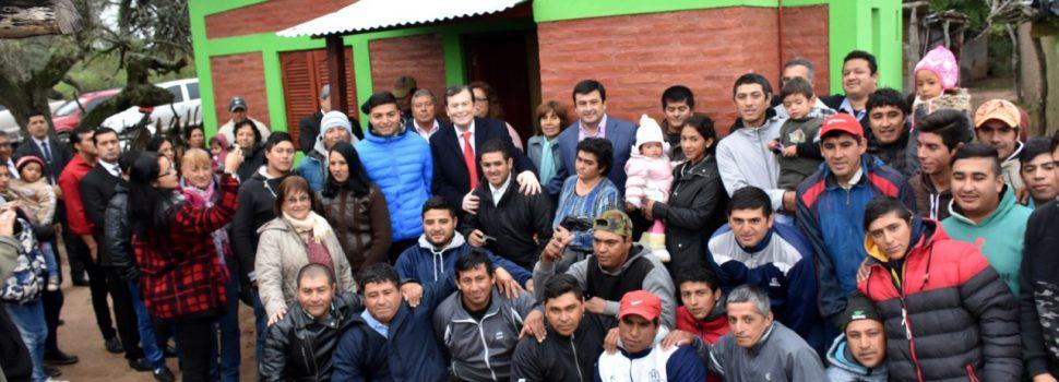 Entrega de viviendas sociales en El Abra