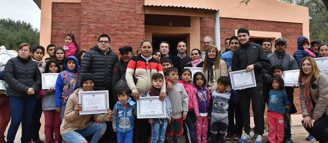 Inauguran viviendas sociales en Fernández