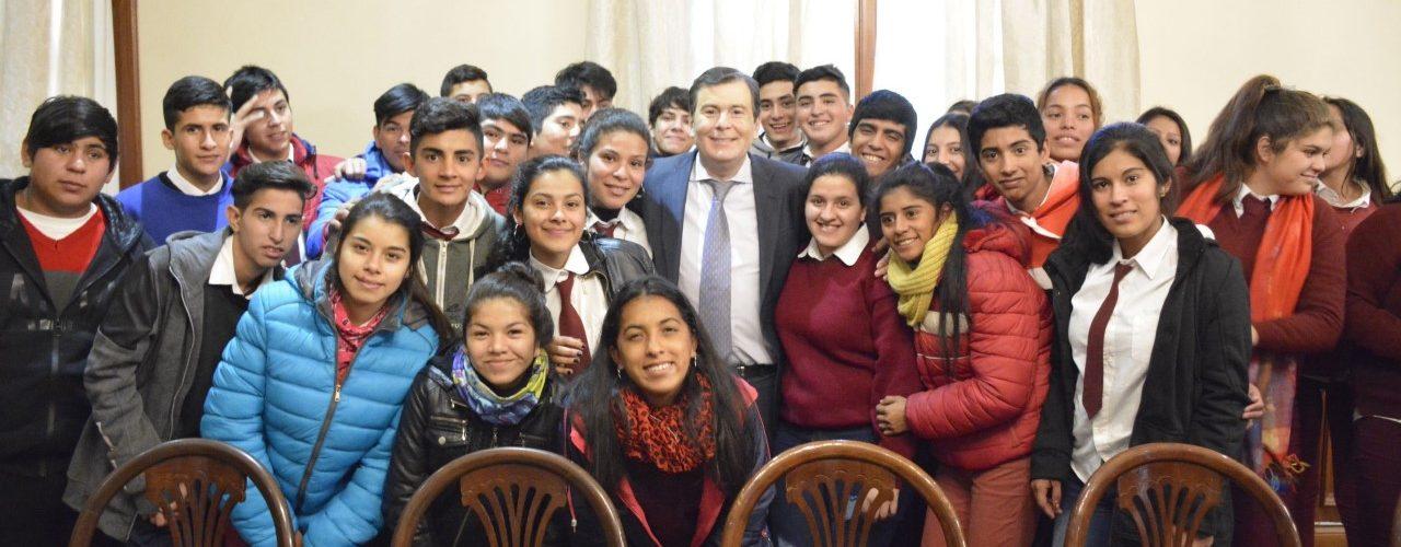 Alumnos de los departamentos San Martín  y Juan F. Ibarra visitaron al Gobernador