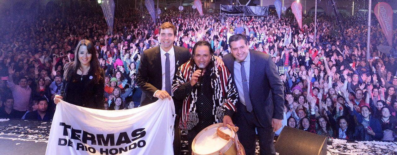 Galleguillo y Los Tekis recibieron  bombos del «Indio» Froilán González
