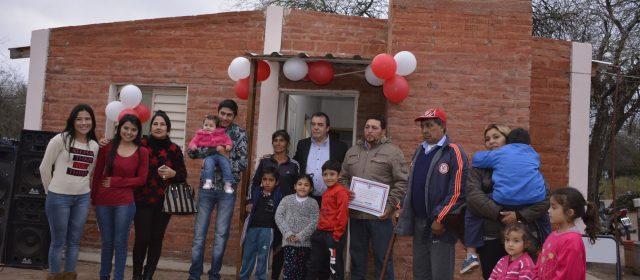 Entregan viviendas sociales en Los  Mojones y El Deancito, Dpto. Capital