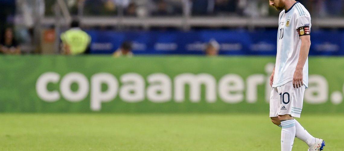 Argentina jugó otra vez mal y empató con Paraguay por un penal cobrado por el VAR