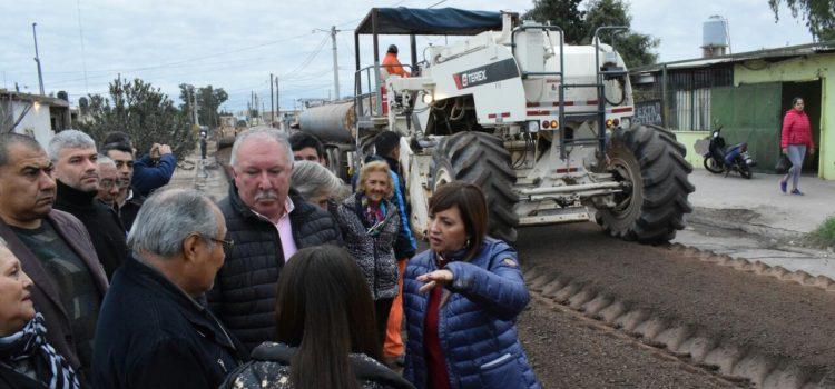 Fuentes supervisó la obra de pavimento de calle Presbítero Jorge Beratz en el Ejército Argentino