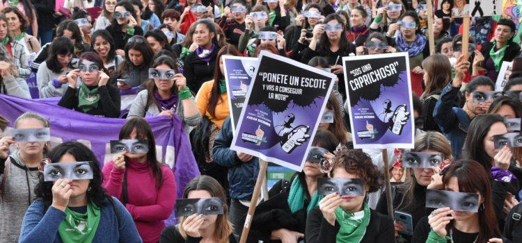 Por quinto año consecutivo, decenas de miles de mujeres gritaron «Ni una menos»