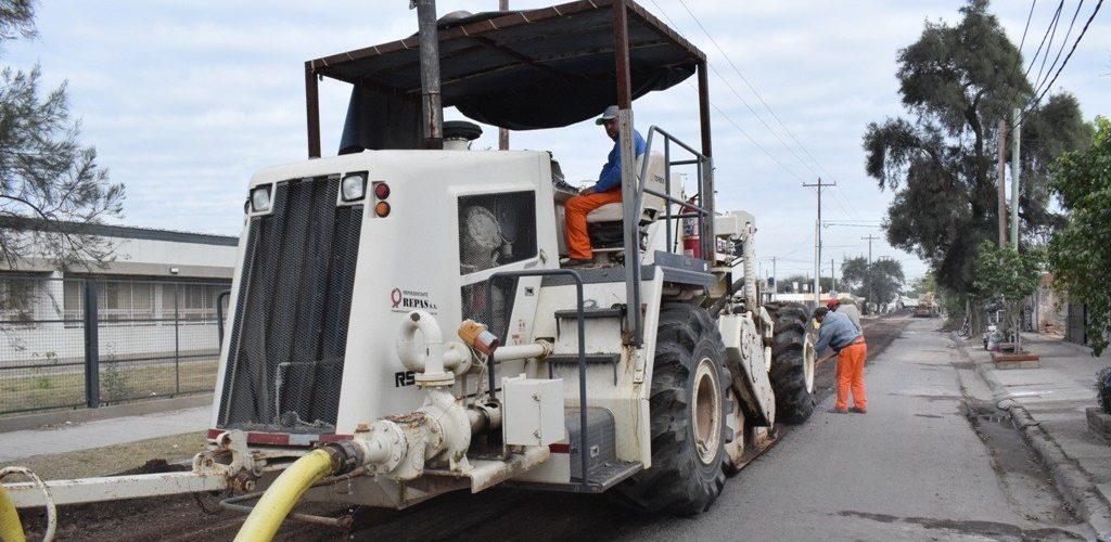 El municipio inició obra del nuevo pavimento de la calle principal del barrio Ejército Argentino