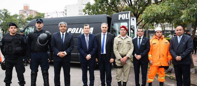 Gobernador entregó nuevos vehículos  destinados a la Policía de la Provincia