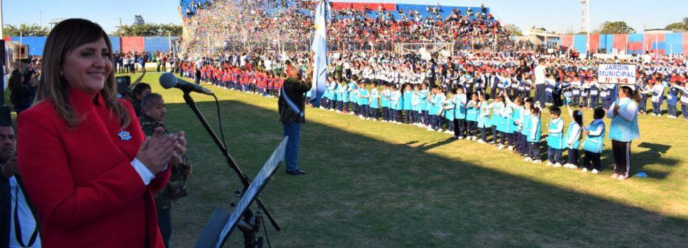 Fuentes tomó la promesa de cariño a la bandera de los niños de los jardines de infantes