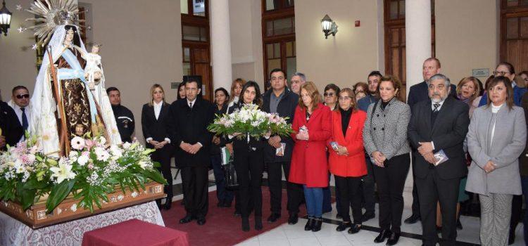 La imagen de la Virgen del Carmen visitó la Municipalidad de la Capital
