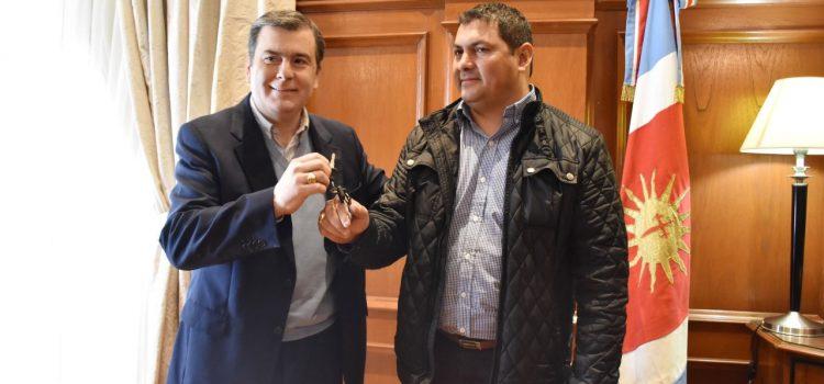 El Gobernador entregó camión tanque  a la Comisión Municipal de Sachayoj