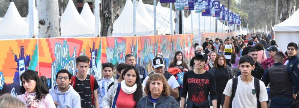 Una masiva concurrencia tuvo la Feria Artesanal en la jornada del martes
