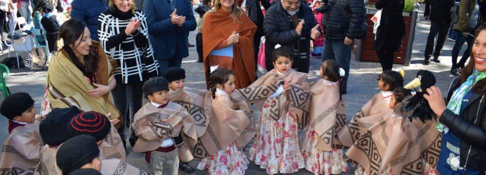 """El """"Santiago Baila"""" convocó a más de 2000 bailarines en la plaza Libertad"""
