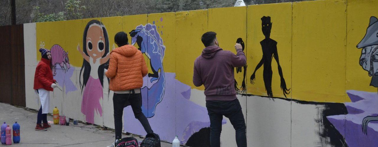 Muralistas locales realizaron obras en el perímetro de la Feria Artesanal