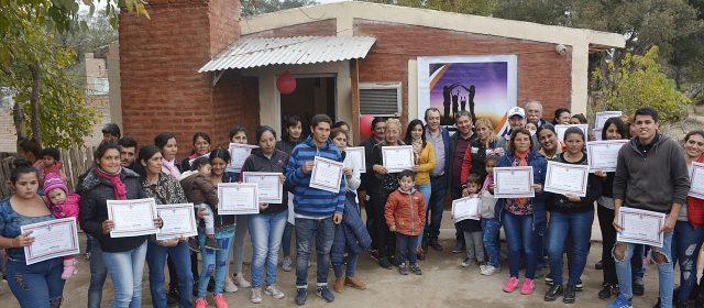 Viviendas sociales benefician a familias  de los departamentos Capital y La Banda