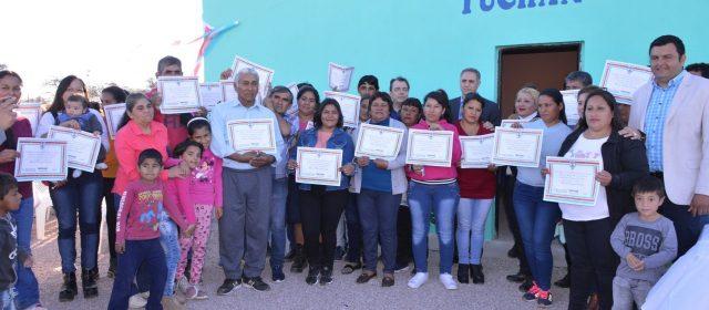 Entregan viviendas sociales en Yuchán