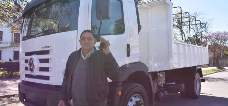 Camión con caja volcadora para Tres Cruces