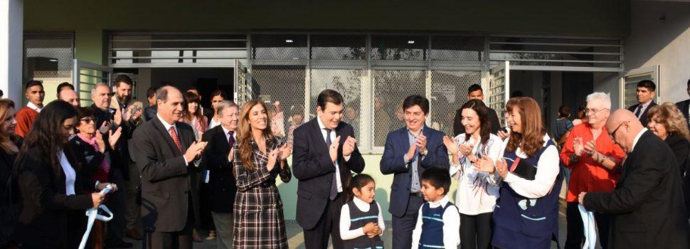 """El gobernador inauguró el nuevo edificio del  Jardín de Infantes """"Huellitas"""" en La Banda"""