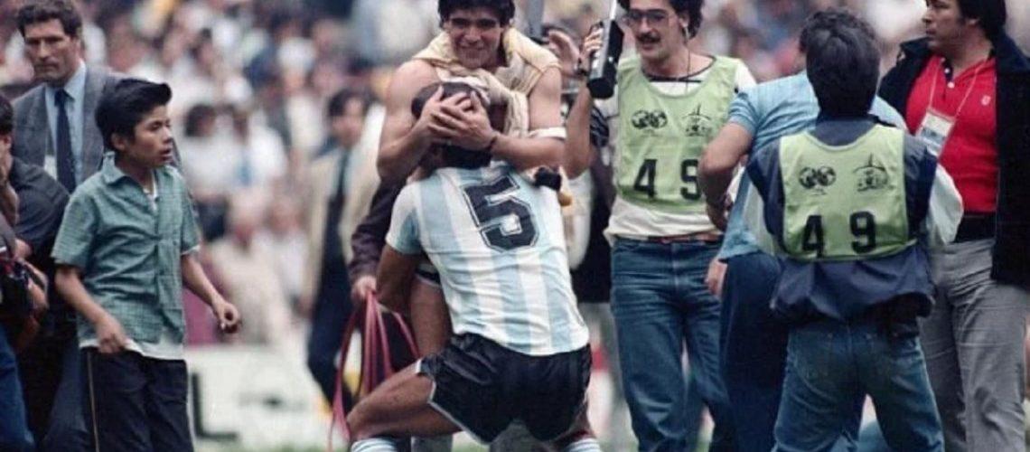 Emocionante despedida de Maradona al Tata Brown: «Siempre fuiste un toro»
