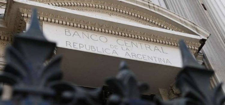 A partir de mañana, la compra de dólares y las transferencias al exterior requerirán autorización del Banco Central