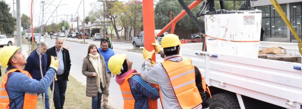 Fuentes supervisó la obra de reconversión lumínica de la avenida Aguirre
