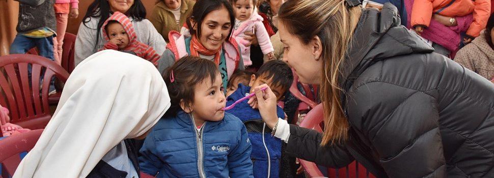 """Entrega de raciones del Programa """"Mis Primeros 1700 días"""" en Las Tinajas"""