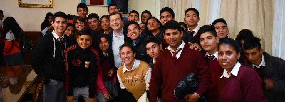 Alumnos de los departamentos Loreto  y Avellaneda visitaron al Gobernador