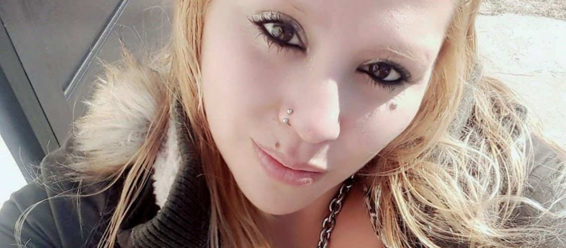 El cadáver de Ariana fue enterrado con el cuchillo en el cuello